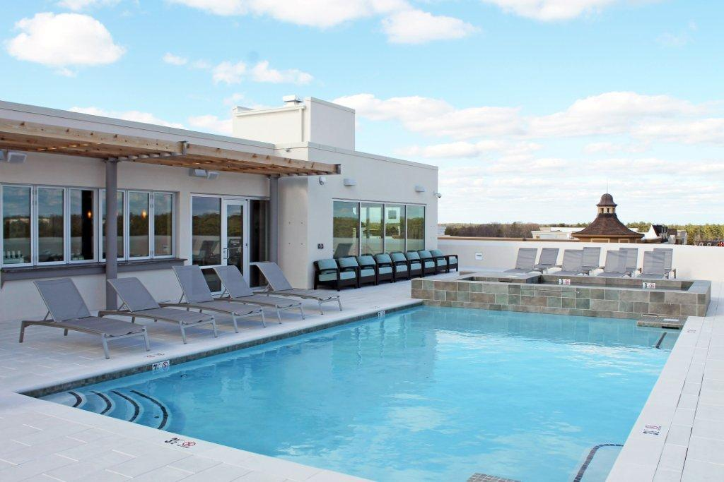 Rooftop-Pool-and-Lounge1